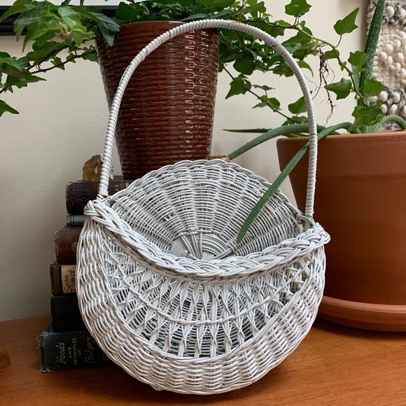 SOLD! Vintage hanging basket